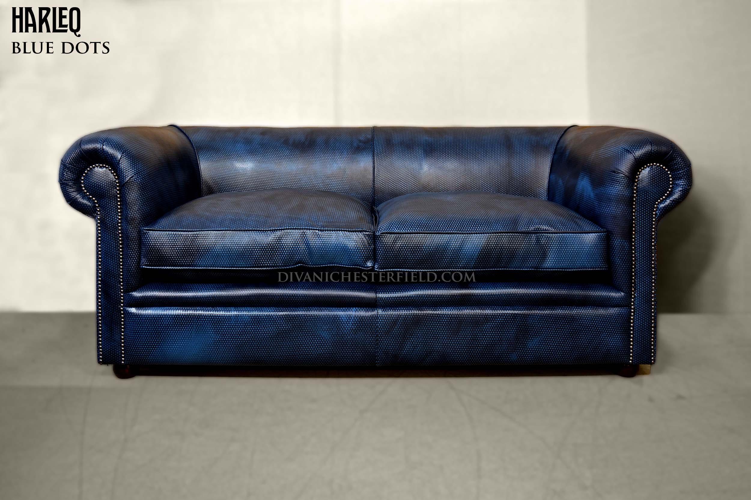 chesterfield-moderno-pelle-blu-design-pois