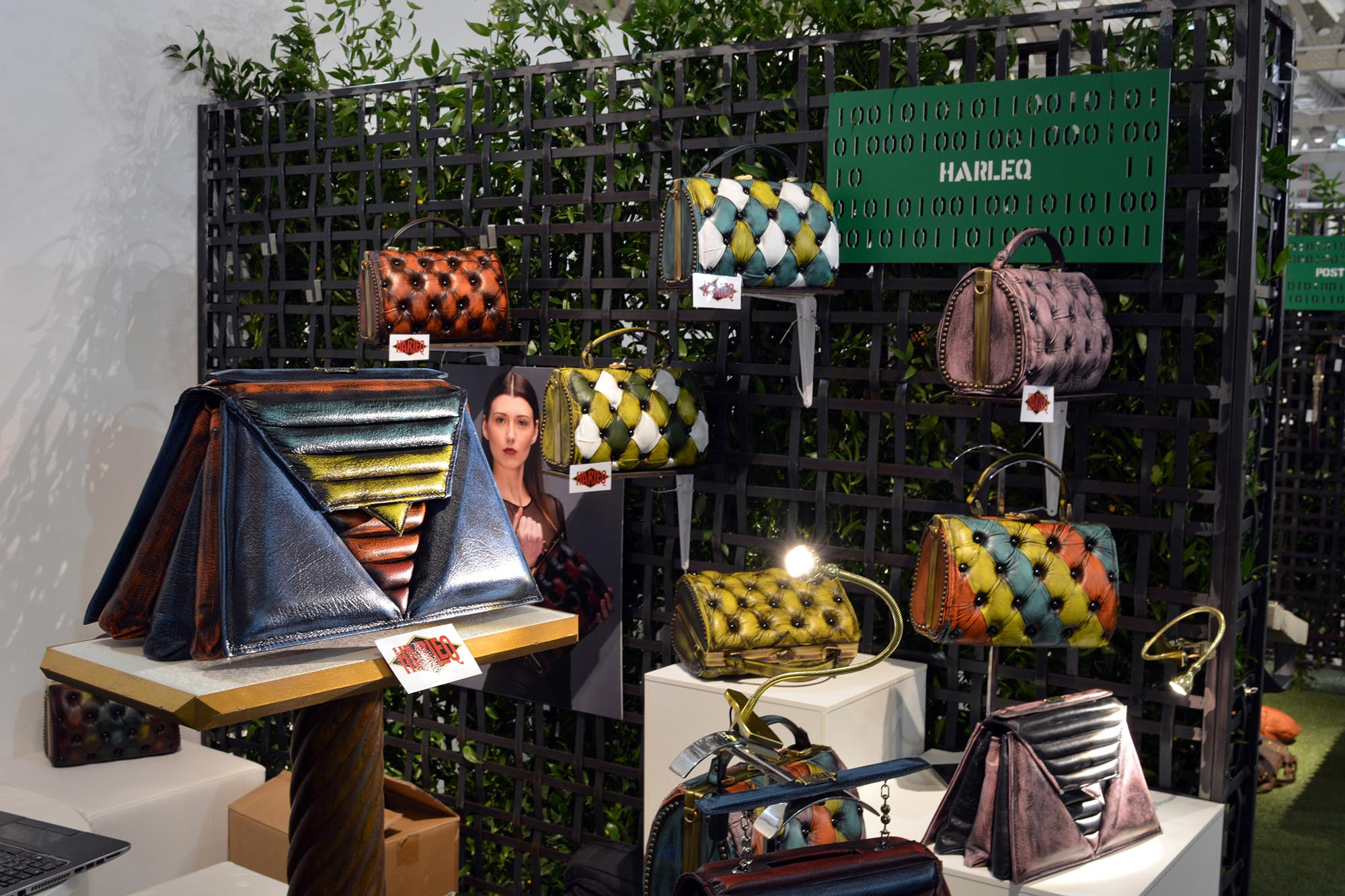 harleq-luxury-bags-stand-mipel